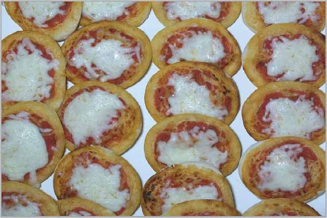 المينى بيتزا من ضمن الاكلات التى يحبها الاطفال بعمر سنتين