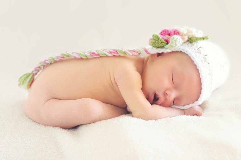 فضل الرضاعة الطبيعية - ايهما افضل الرضاعة الطبيعية والصناعية