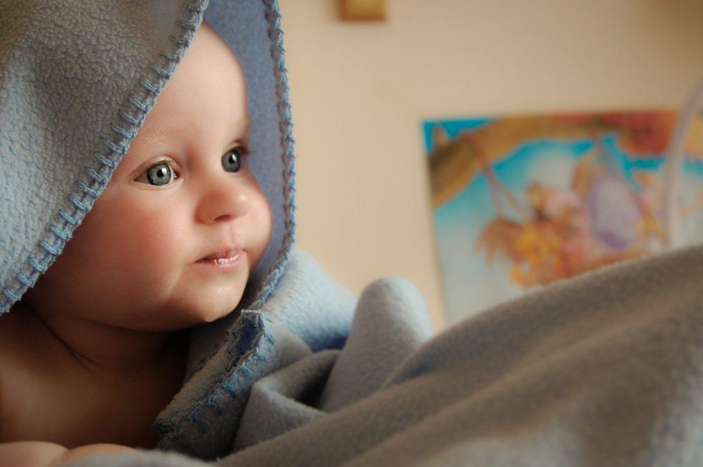 كيف اهتم ببشرة طفلي - كيفيه ترطيب وجه الرضيع