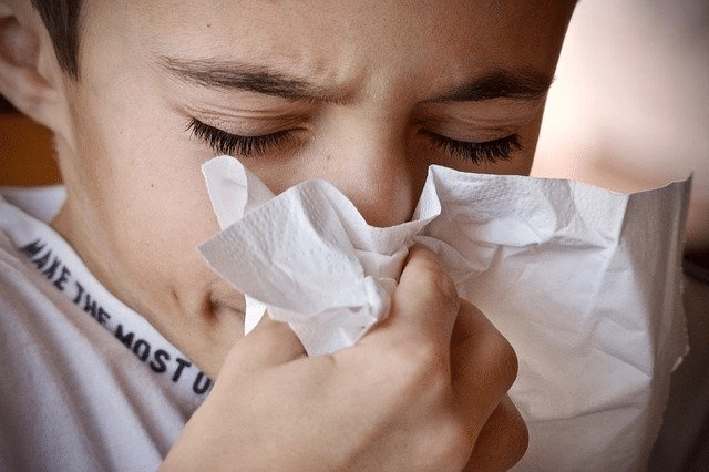 تغطية الفم والأنف عند السعال والعطس لمنع العدوى